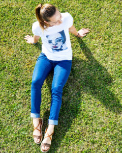 T-shirt-volto-di-donna