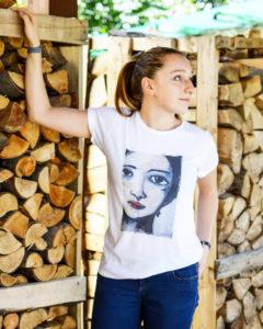 T-shirt-maglietta-volto-di-donna