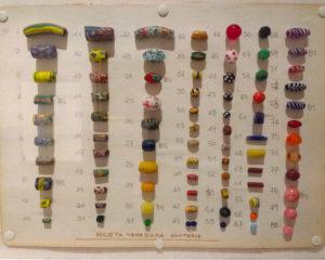 coloratissimi-campionari-di-perle-di-conterie