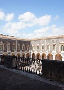 chiostro-del-monastero-dei-benedettini-catania