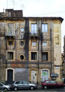 muro-annerito-palazzo-di-catania-