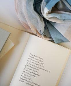 Foulard-con-poesia-di-franco-armino.